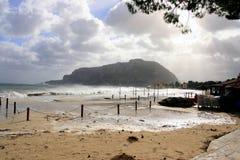 Spiaggia di inverno dopo la pioggia Fotografia Stock Libera da Diritti