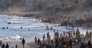 Spiaggia di Ipanema in Rio de Janeiro stock footage