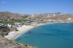 Spiaggia di Kalo Livadi nell'isola di Mykonos immagini stock libere da diritti
