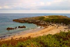 Spiaggia di Llanes. La Spagna Fotografia Stock