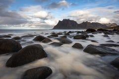 Spiaggia di Lofoten - isole di Lofoten - la Norvegia immagini stock libere da diritti