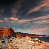 Spiaggia di Los Escullos della fortezza di Almeria Cabo de Gata Fotografie Stock Libere da Diritti
