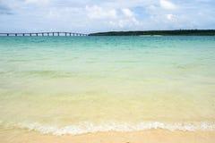 Spiaggia di Maehama e ponte di Kurima Fotografie Stock Libere da Diritti