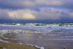 Spiaggia di Mar Nero con la riflessione Fotografia Stock Libera da Diritti