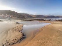 Spiaggia di marea sabbiosa abbandonata a Agiou, Marocco fotografia stock libera da diritti