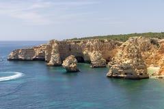 Spiaggia di Marinha in Algarve Portogallo fotografia stock