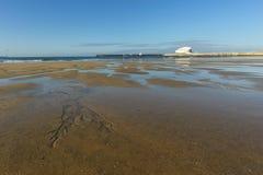 Spiaggia di Matosinhos durante la bassa marea Fotografie Stock Libere da Diritti