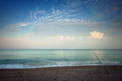 Spiaggia di mattina, pescando Immagine Stock