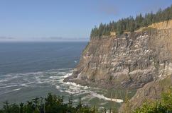 Spiaggia di Meares del capo e costa dell'Oregon delle scogliere Fotografie Stock