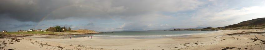 Spiaggia di Mellon Udrigle con l'arcobaleno panoramico Fotografie Stock Libere da Diritti