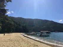 Spiaggia di Mendes di balzi in Ilha grande Fotografia Stock Libera da Diritti