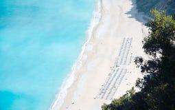 Spiaggia di Myrtos dell'isola di Kefalonia fotografie stock libere da diritti