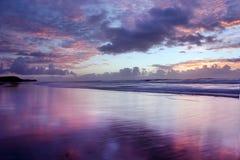 Spiaggia di Noosa di alba @ Fotografie Stock Libere da Diritti