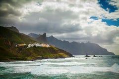 Spiaggia di nordest di Tenerife con il villaggio di Almaciga Fotografia Stock Libera da Diritti