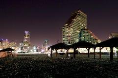 Spiaggia di notte a Tel Aviv fotografia stock