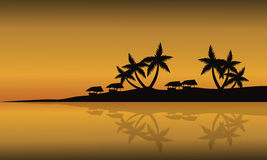 Spiaggia di paesaggio della siluetta al tramonto Fotografie Stock Libere da Diritti