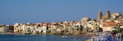 Spiaggia di panorama di Cefalu - Sicilia Fotografie Stock Libere da Diritti