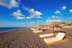 Spiaggia di Perissa (spiaggia nera) sull'isola di Santorini Fotografia Stock Libera da Diritti