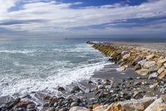 Spiaggia di pietra in Almunecar, Andalusia Immagini Stock Libere da Diritti