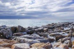 Spiaggia di pietra in Andalusia, Spagna Fotografia Stock