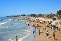 Spiaggia di Playa del Cargador in Alcossebre, Spagna Immagine Stock