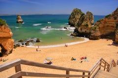 Spiaggia di Ponta de Piedade a regione di Lagos, Algarve, Portogallo Fotografia Stock