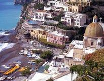 Spiaggia di Positano e città, Italia Fotografia Stock