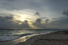 Spiaggia di Punta Cana ad alba, Repubblica dominicana Immagini Stock