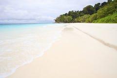 Spiaggia di sabbia bianca dell'isola Tailandia del sud di tachai Fotografia Stock