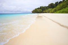 Spiaggia di sabbia bianca dell'isola Tailandia del sud di tachai Fotografie Stock Libere da Diritti