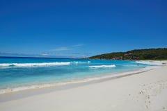 Spiaggia di sabbia bianca selvaggia, Seychelles Fotografia Stock Libera da Diritti