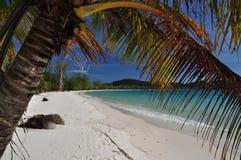 Spiaggia di sabbia bianca tropicale, isola di Koh Rong, Cambogia Fotografia Stock