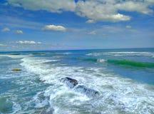 Spiaggia di sabbia della sabbia del cielo della spuma del ‹del †del ‹del †del mare fotografia stock