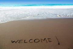 Spiaggia di sabbia di Brown con il benvenuto di parola scritta Fotografia Stock