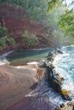 Spiaggia di sabbia di rosso di Maui Fotografie Stock