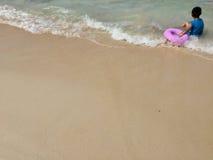 Spiaggia di sabbia e bambino Immagine Stock Libera da Diritti