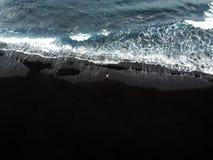 Spiaggia di sabbia nera di Los Gigantes in Tenerife immagini stock libere da diritti