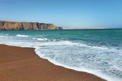 Spiaggia di sabbia rossa della riserva nazionale di Paracas nel Perù Fotografie Stock Libere da Diritti