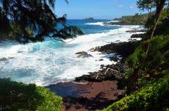 Spiaggia di sabbia rossa di Kaihalulu, Maui, Hawai Fotografia Stock