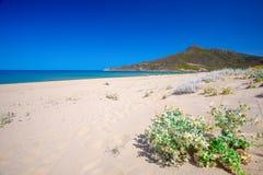 Spiaggia di San Nicolo et Spiaggia di Portixeddu échouent en ville de San Nicolo, Costa Verde, Sardaigne, Italie Image libre de droits