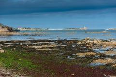 Spiaggia di San-Vaast-La-Hougue, Francia fotografie stock