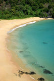 Spiaggia di Sancho in Fernando de Noronha, Brasile fotografie stock libere da diritti