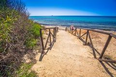 Spiaggia di Santa Margherita di Pula vicino alla città di Pola, Sardegna, Italia Immagini Stock Libere da Diritti