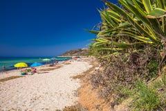 Spiaggia di Santa Margherita di Pula vicino alla città di Pola, Sardegna, Italia Immagini Stock