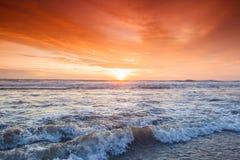 Spiaggia di stupore di Bali della forma di tramonto immagine stock libera da diritti
