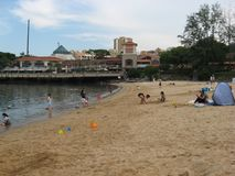 Spiaggia di Tai Pak alla baia di scoperta, isola di Lantau, Hong Kong immagine stock