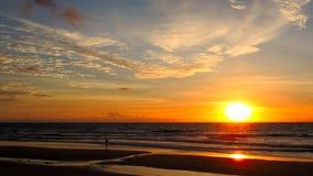 Spiaggia di tramonto del karon della Tailandia Fotografia Stock