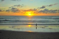 Spiaggia di tramonto a Patong, Phuket, Tailandia Immagine Stock Libera da Diritti