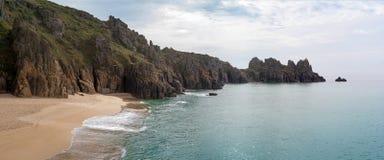 Spiaggia di Treen, Cornovaglia immagine stock