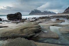 Spiaggia di Utakleiv, isola di Vestvagoy, isole di Lofoten, Norvegia immagini stock